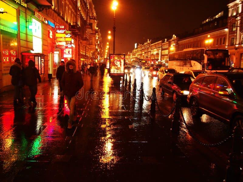 Tempo chuvoso em St Petersburg Cidade sombrio e chuvosa no rio de Neva Detalhes e close-up fotos de stock