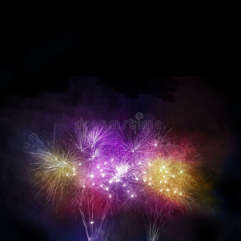 tempo da celebração com exposição do fogo de artifício e o céu coloridos do crepúsculo foto de stock royalty free