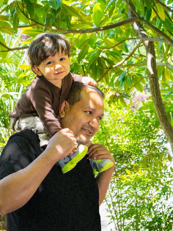 Tempo da despesa do pai e do filho junto fotografia de stock royalty free