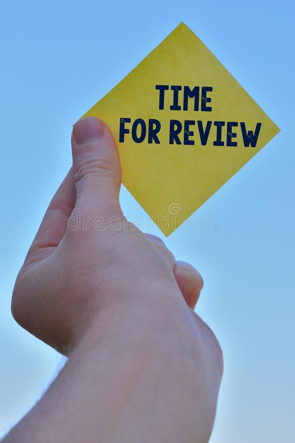 Tempo da escrita do texto da escrita para a revis?o Revisão do significado do conceito de um sistema ou de uma situação em seu ex foto de stock