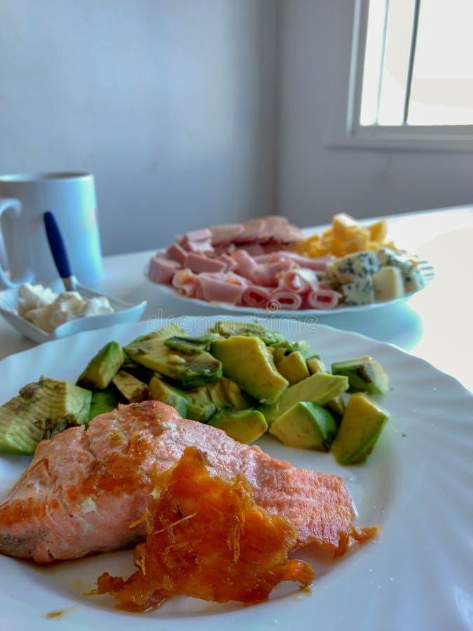 Tempo da refeição matinal: alimento saudável e saboroso imagens de stock