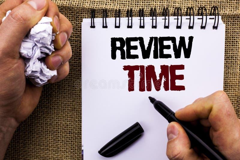 Tempo da revisão do texto da escrita da palavra Conceito do negócio para a avaliação de avaliação que revê a revisão da inspeção  fotografia de stock