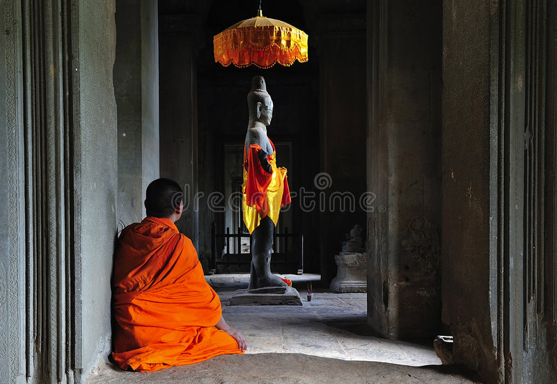 Tempo de Cambodia Angkor Wat pray imagem de stock