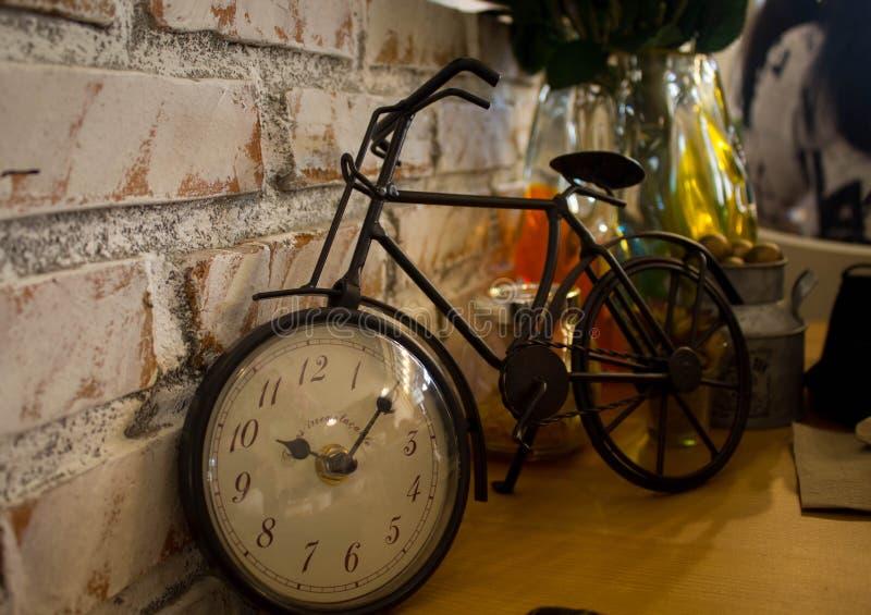 Tempo de ciclo na roda de bicicleta foto de stock royalty free