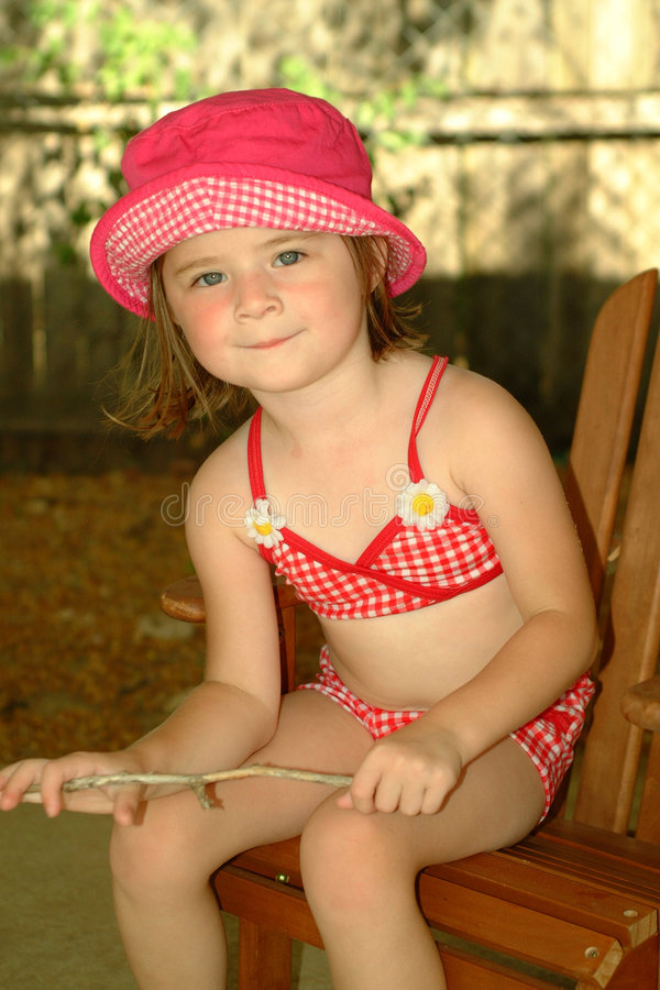 Download Tempo de Criança-Verão imagem de stock. Imagem de chapéu - 125245