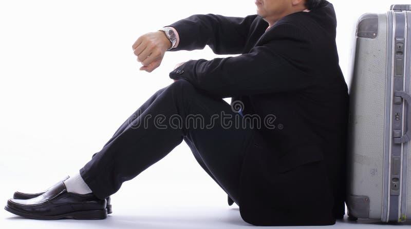 Tempo de espera do homem de negócios após o atraso da luta fotos de stock