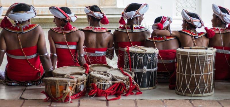 Tempo de lazer de dançarinos tradicionais imagens de stock
