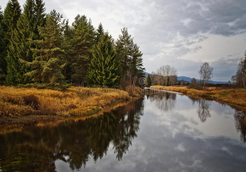 Download Tempo De Queda No Parque Nacional Com Rio Imagem de Stock - Imagem de creek, ambiente: 16866435