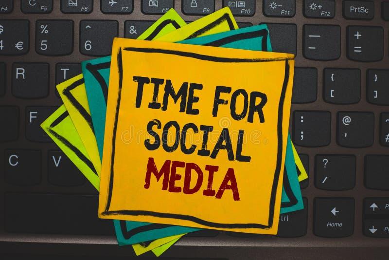 Tempo del testo di scrittura di parola per i media sociali Concetto di affari per la riunione degli amici nuovi che discutono gli illustrazione di stock