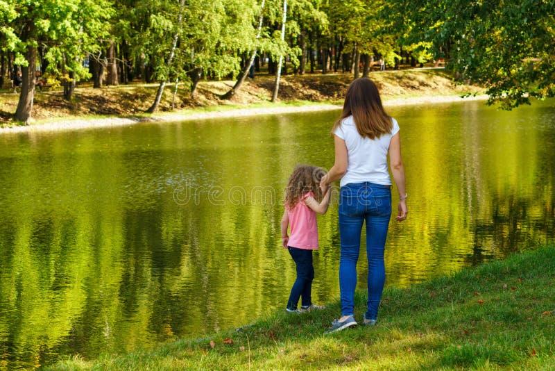 Tempo della famiglia Madre e figlia fotografia stock