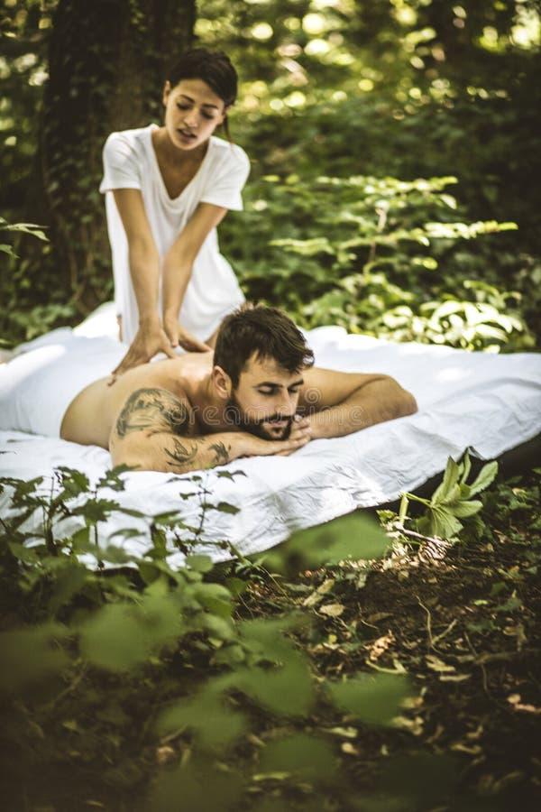 Tempo delle coppie Massaggio di distensione fotografia stock libera da diritti