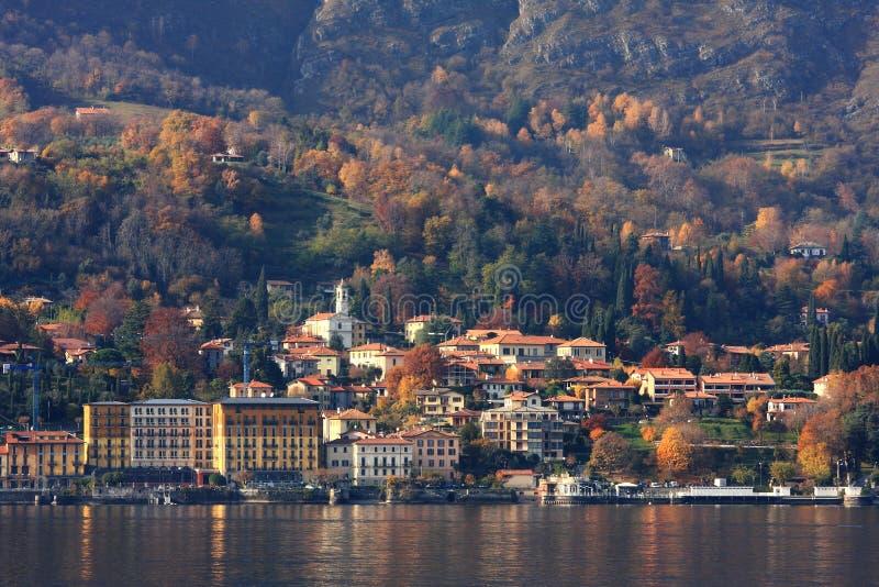 Tempo di caduta sul lago Como in Italia. fotografia stock