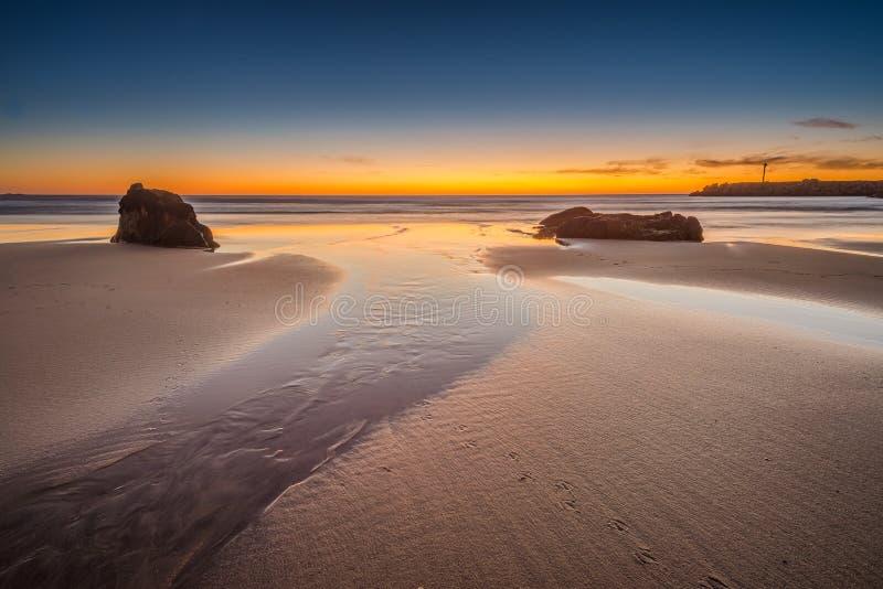 Tempo di crepuscolo alla spiaggia immagine stock