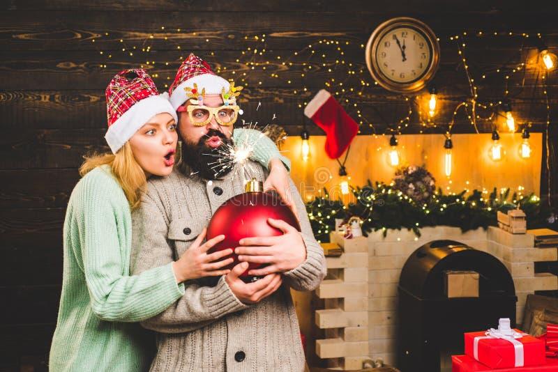 Tempo di natale Festa domestica Partito del nuovo anno nella casa Vendita di nuovo anno Asta creativa Natale il Babbo Natale con  fotografia stock libera da diritti