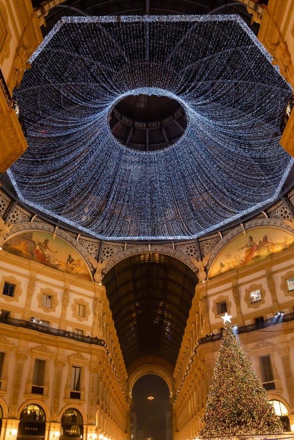 Tempo di Natale nella galleria di Vittorio Emanuele II immagini stock