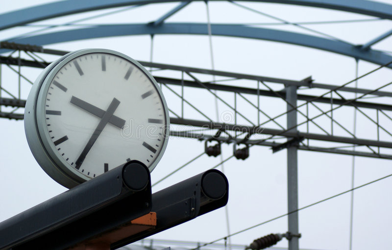 Download Tempo di stazione immagine stock. Immagine di commercio - 7300315