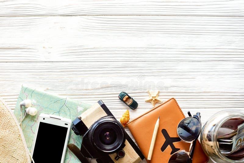 Tempo di viaggiare concetto, disposizione del piano del fondo di vacanza di smania dei viaggi, fotografia stock
