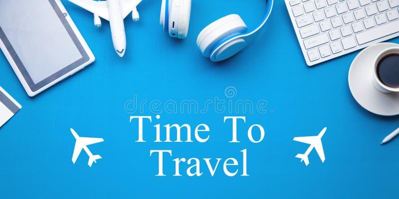 Tempo di viaggiare testo con gli aeroplani Viaggio, vacanza, turismo fotografia stock libera da diritti