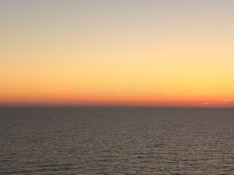 Tempo do alvorecer no mar Mediterrâneo fotografia de stock