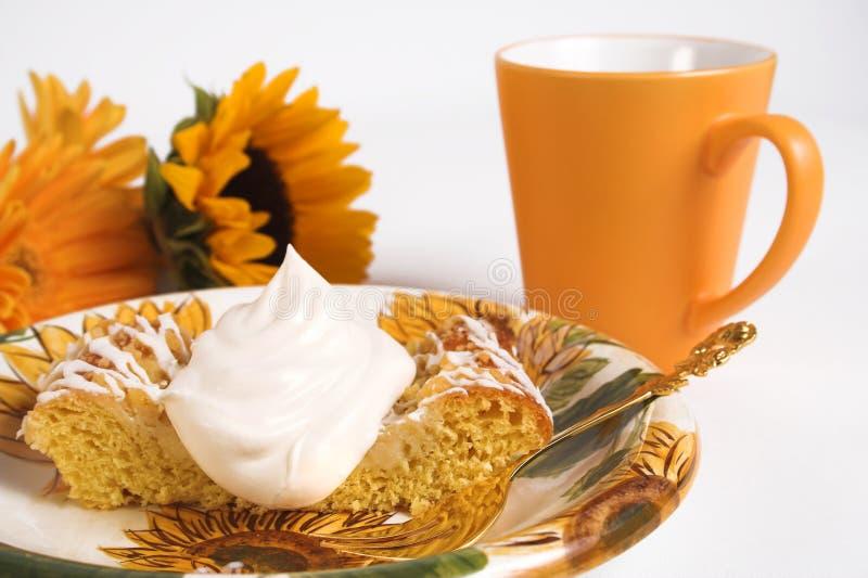 Download Tempo do café foto de stock. Imagem de bebida, flores, chicote - 543570