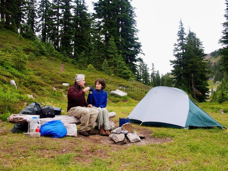 Tempo do chá no acampamento foto de stock royalty free