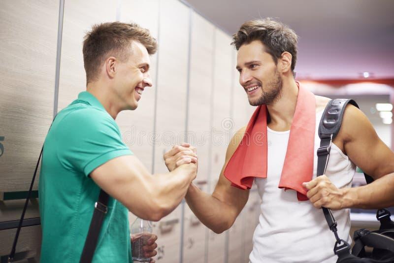 Tempo do Gym com amigos imagens de stock