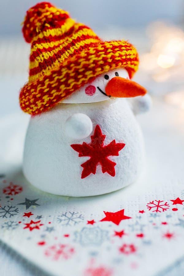Tempo do Natal e costumes checos - figura branca decorati do boneco de neve fotos de stock