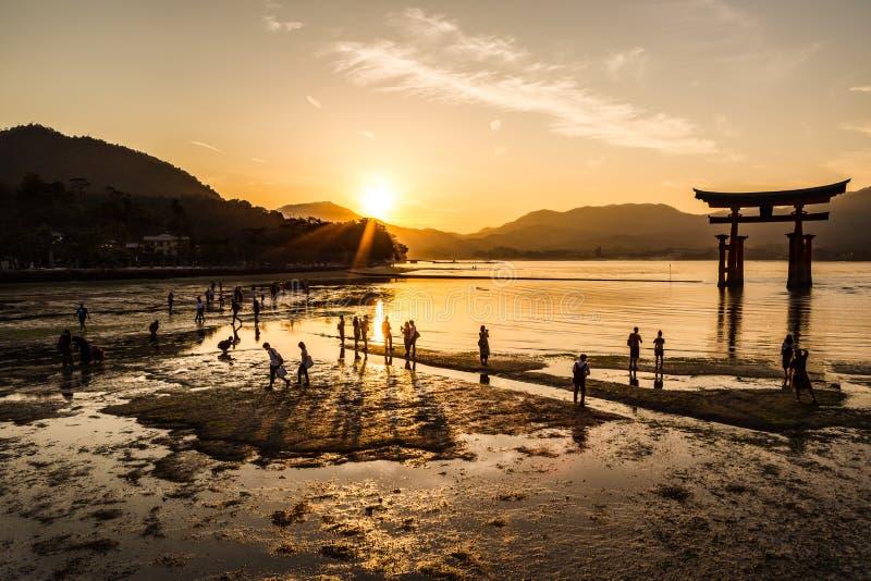 Tempo do por do sol de Miyajima fotos de stock royalty free