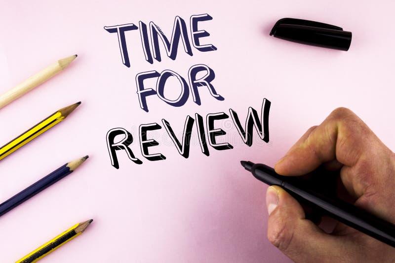 Tempo do texto da escrita da palavra para a revisão Conceito do negócio para dar o teste do trabalho da taxa da avaliação do feed imagem de stock