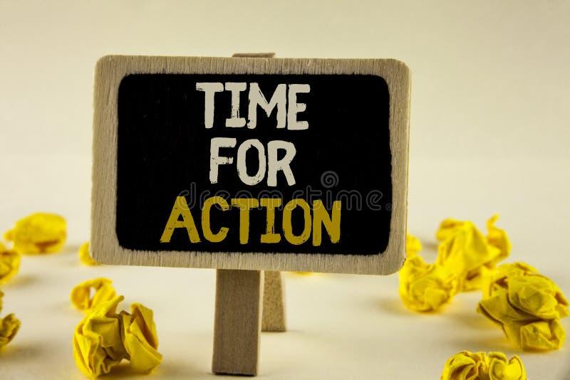 Tempo do texto da escrita para a ação O significado do conceito faz algo agora para um ato particular da finalidade neste momento imagens de stock