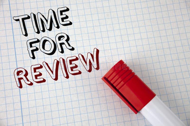 Tempo do texto da escrita para a revisão Significado do conceito que dá o teste do trabalho da taxa da avaliação do feedback ou o fotos de stock royalty free