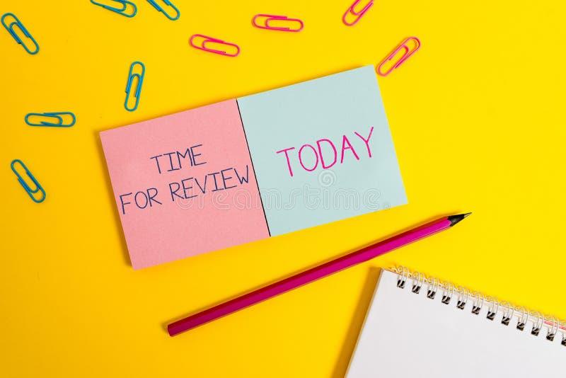 Tempo do texto da escrita para a revis?o Revisão do significado do conceito de um sistema ou de uma situação em seu exame formal  imagens de stock