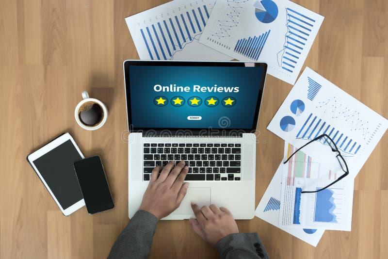 Tempo em linha da avaliação das revisões para a avaliação da inspeção da revisão fotos de stock