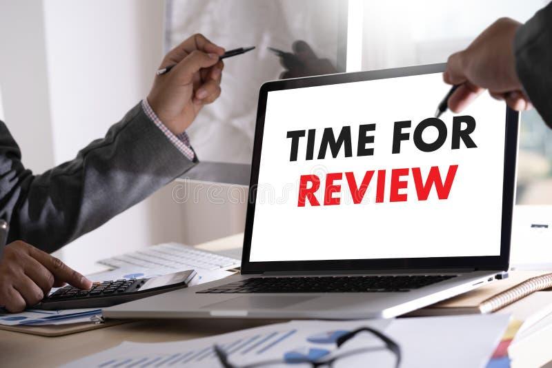 Tempo em linha da avaliação das revisões para a avaliação da inspeção da revisão foto de stock