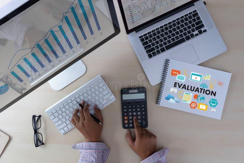 Tempo em linha da avaliação das revisões para a avaliação da inspeção da revisão imagens de stock