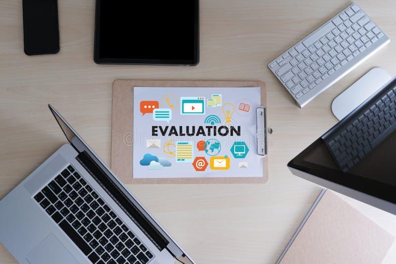 Tempo em linha da avaliação das revisões para a avaliação da inspeção da revisão imagem de stock