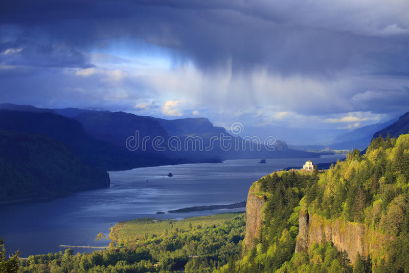 Tempo em mudança no desfiladeiro Oregon de Colômbia. fotos de stock