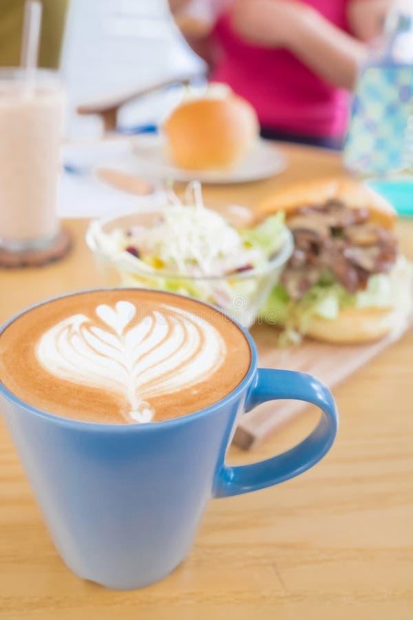 Tempo feliz da refeição matinal imagem de stock royalty free