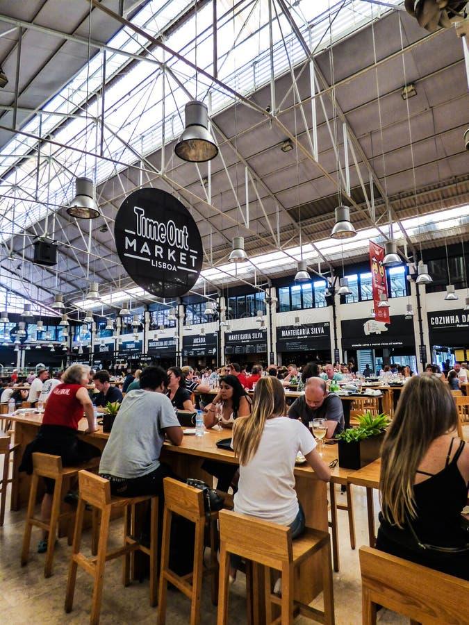 Tempo para fora Lisboa - mercado do salão do alimento em Lisboa imagem de stock royalty free