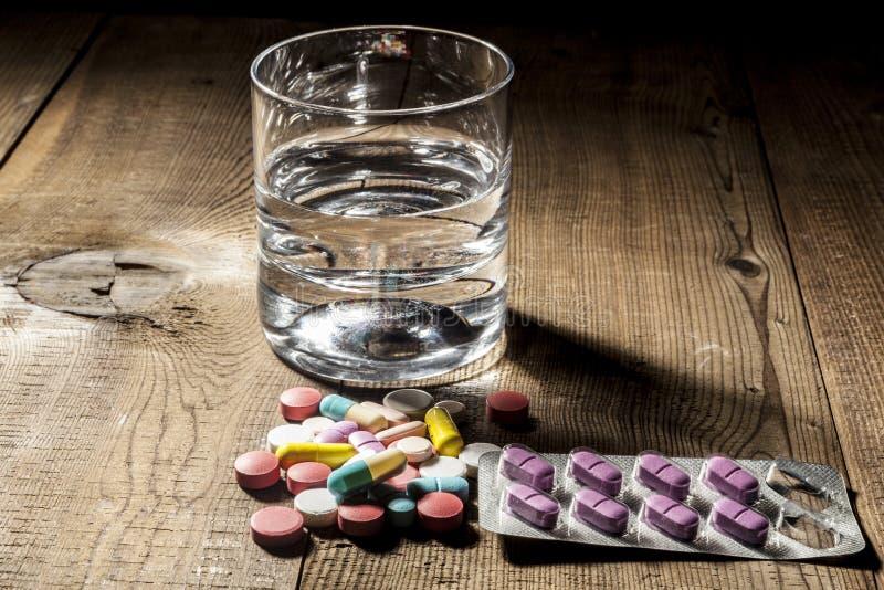 Tempo per le pillole fotografie stock