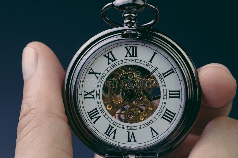 Tempo que corre ou seguro ao sucesso no concep do fim do prazo do negócio imagens de stock
