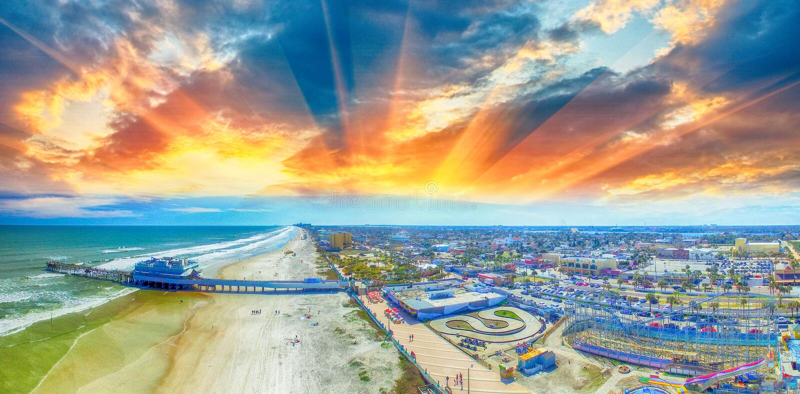 Tempo sopra Daytona Beach, vista aerea di tramonto immagini stock