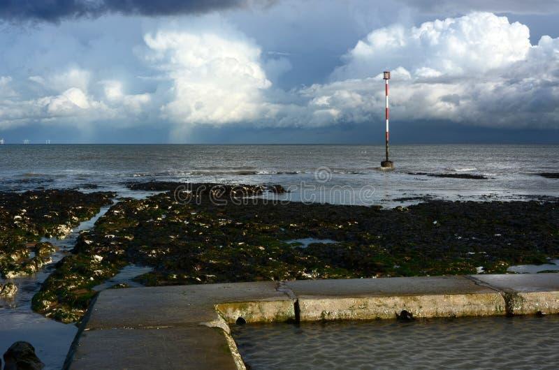 Tempo tempestoso fuori in mare thunderstorm fotografie stock libere da diritti