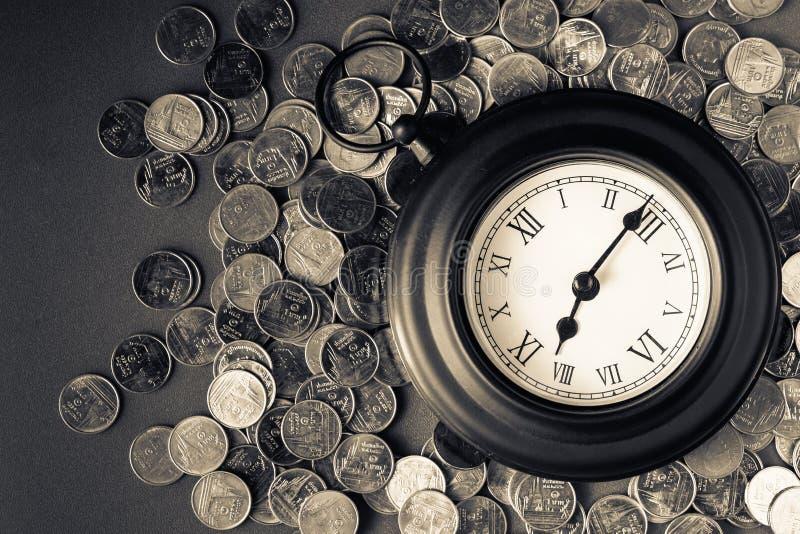 Tempo - um dinheiro imagem de stock