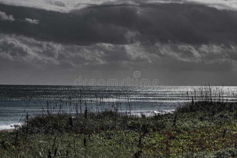 Temporal de lluvia en una playa de la Florida foto de archivo libre de regalías