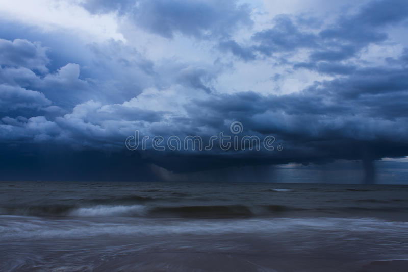 Temporal sobre o oceano foto de stock royalty free