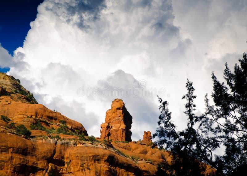 Temporal sobre rochas do vermelho de Sedona foto de stock royalty free
