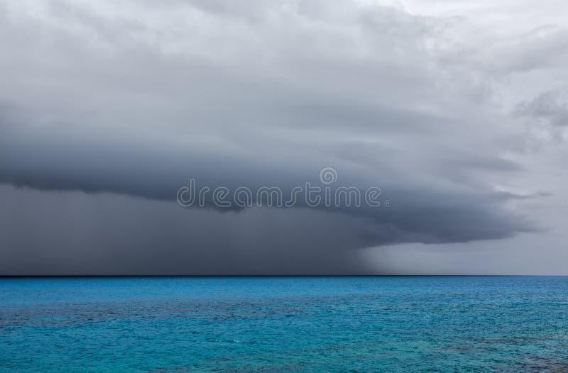 Temporale severo sopra l'oceano fuori dalla costa delle Bermude fotografie stock libere da diritti