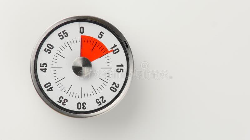 Temporizador análogo da contagem regressiva da cozinha do vintage, permanecer de 10 minutos foto de stock