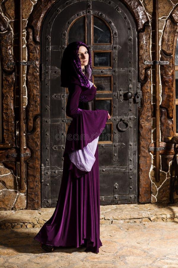 Tempos medievais da mulher imagens de stock royalty free